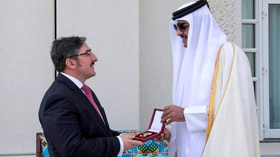 Turkish Ambassador Ahmet Demirok receiving Qatar Award from Emir of Qatar