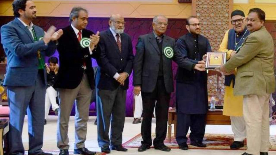 Abbas Tabish receives First Museeb U Rahman Award 2017
