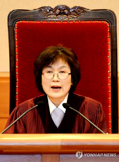 Lee Jung-mi, Acting Chief of Court delivers ruling on impeachment of President Park Geun-hye 10 Mar 2017 Pic Yonhap