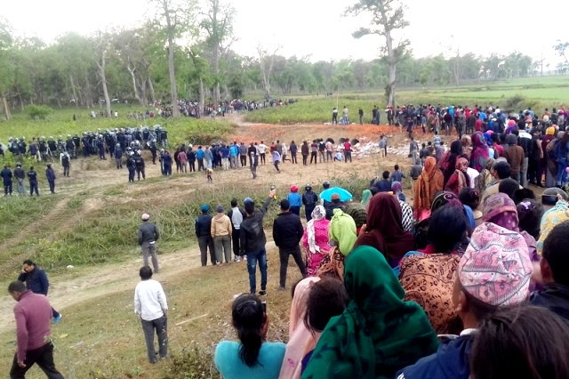 Locals & Security personnel gather after firing from Indian Border Security. Pic by Tekendra Deuba