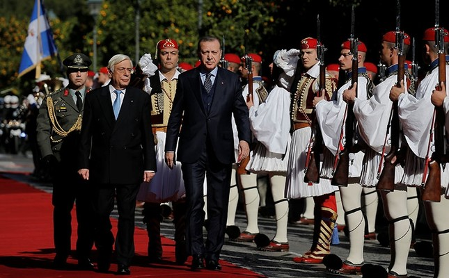 Greek President Prokopis Pavlopoulos and his Turkish counterpart Tayyip Erdogan inspect a guard of honour during a welcome ceremony in Athens, Greece December 7, 2017.