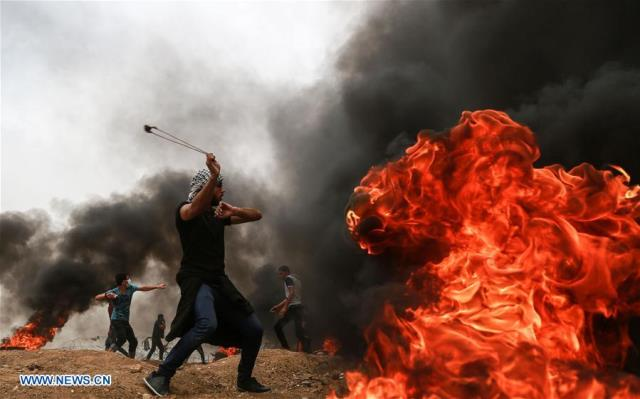 Gaza: Over 1,000 Palestinians Injured in Daylong Clashes with Israeli Soldiers