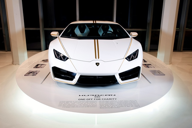 Lamborghini Huracán Donated to Pope Francis Fetches 715,000 Euro at Auction