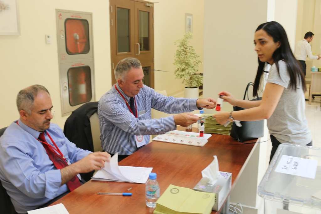Turkish Expats Continue to Vote in Qatar