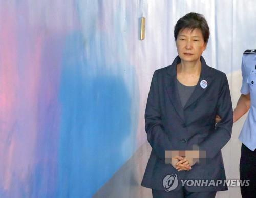Former President Park Geun-hye walks into a courthouse in Seoul on Aug. 31, 2017, File Pic by Yonhap News
