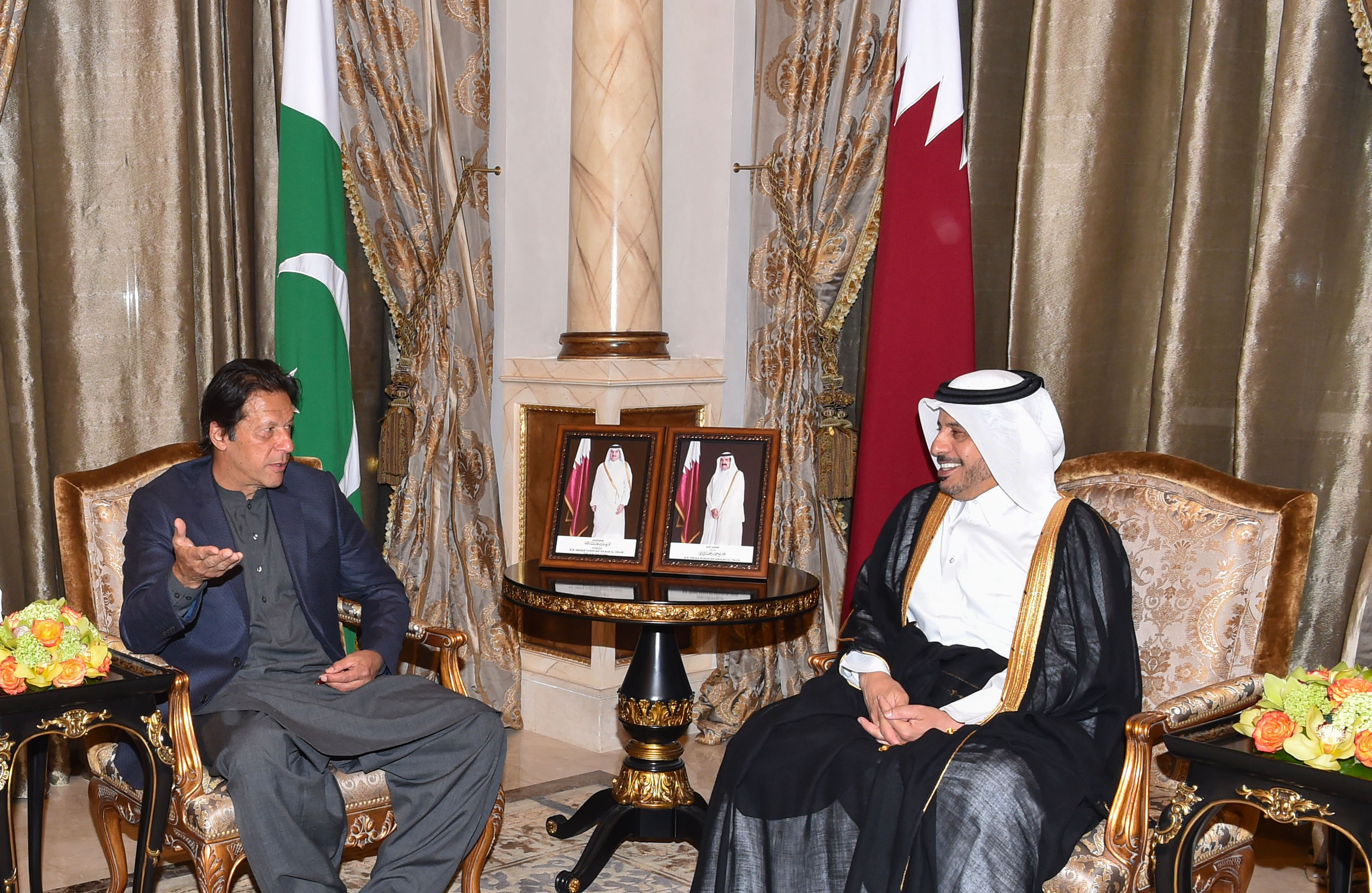 Pakistani Prime Minister Imran Khan Arrived in Doha, Attends Dinner Hosted by Prime Minister of Qatar