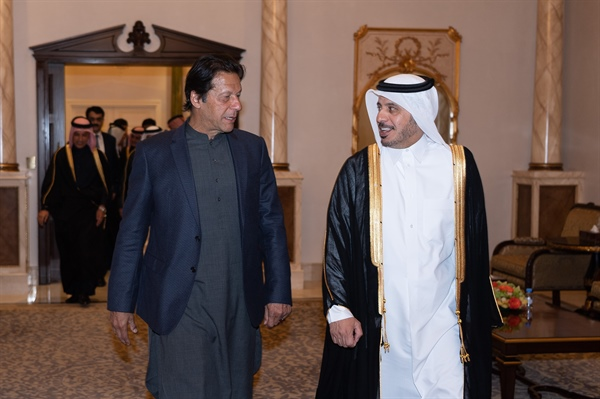 Imran Khan Arrived in Doha, Attends Dinner Hosted by Prime Minister of Qatar