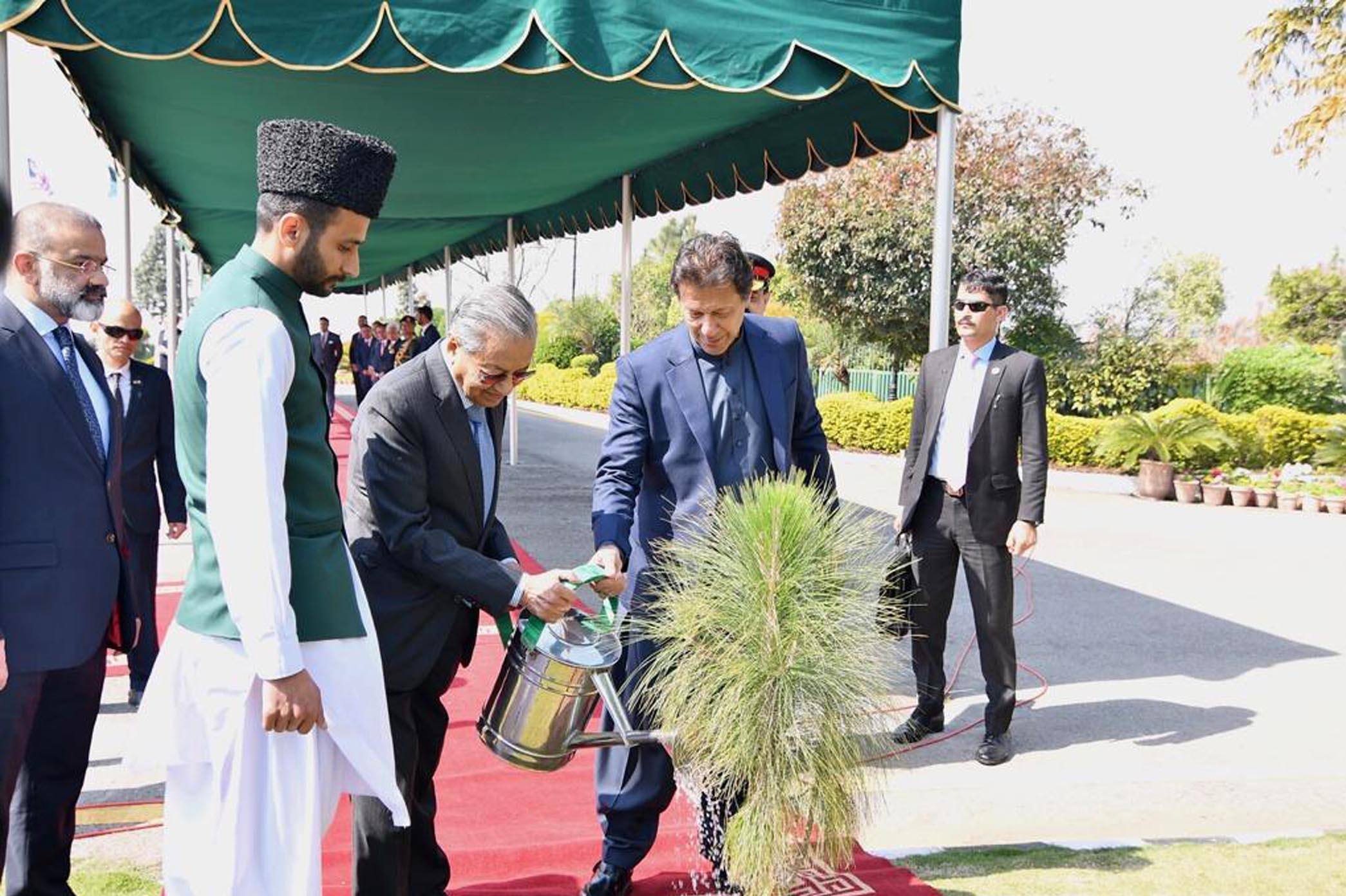 'Leaders Are Those Who Have Clear Ideology and Take Positions' Imran Khan Praised Dr Mahathir