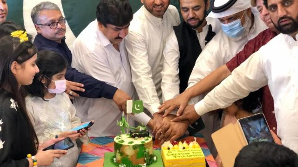 Pakistani Community Qatar Joins Nation Paying Tributes To It's Martyrs & Ghazis