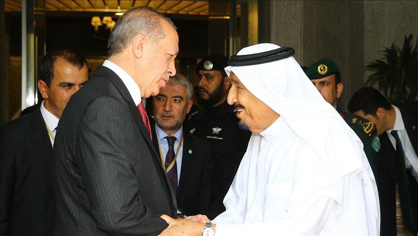 Turkish President Recep Tayyip Erdogan (L) meets with Saudi Arabia's King Salman bin Abdulaziz Al Saud (R) during his official visit in Jeddah, Saudi Arabia on July 23, 2017