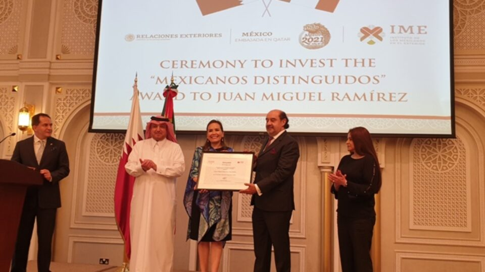 Qatar : Mexican Artist Who Captures Time Through Camera Lens Feted with 2021 'Mexicanos Distinguidos' Medal